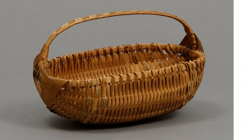 """Fancy"" basket with handle made by Wampanoag basket maker Emma Mitchell Safford (1847–1932) in the early twentieth century using ash and sweetgrass."